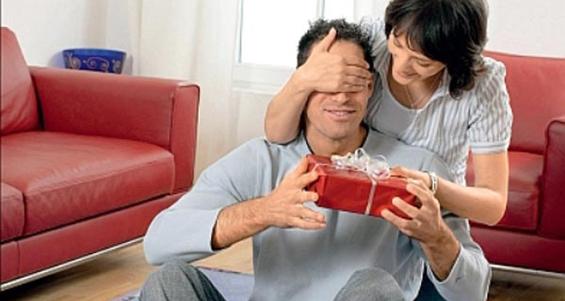 Что подарить мужу на праздники