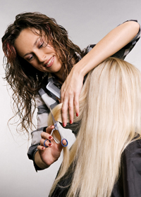 Волосы во время стрижки